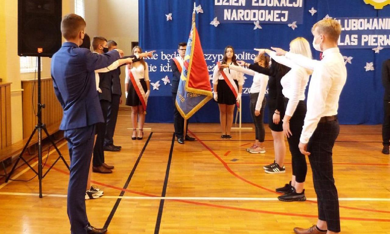 Ślubowanie klas pierwszych w lubartowskim RCEZ